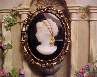Vintage Mid Century Glass Cameo Pin lrg Unique Gold Ribbon Hair HOPELESS ROMANTIC