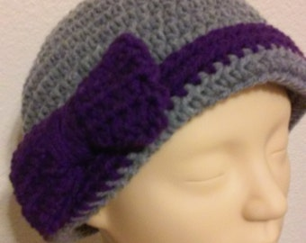 Ladies Hat / Beanie / Flapper style Beanie / Gray Beanie / Crochet Beanie with Bow