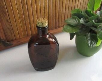 Mt. Rushmore Log Cabin Syrup Bottle – Bicentennial Collector Amber Glass Flask Mount Rushmore – Vintage General Mills Advertising