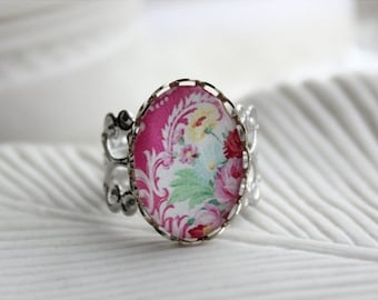 50% OFF- Shabby Chic Filigree Statement Ring. Victorian. Flowers. Pink. White.
