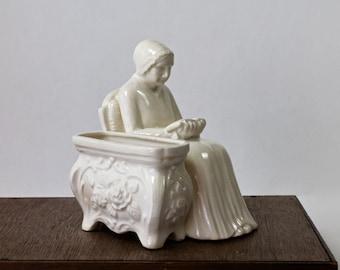 Vintage Figural Planter Old Woman Reading A Book, Library Planter, Bookend Planter, Sitting Woman ,Off White Ceramic, Lady Planter,1950s