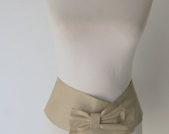 Vintage 1980s Wide LEather Taupe Bow Belt