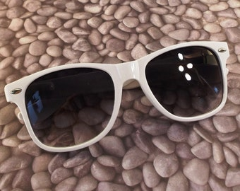 vintage 90s deadstock sunglasses wayfarer white plastic frame sun glasses eyewear fashion men women unisex simple classic black grey fade 45