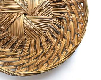vintage 70's large round flat basket handwoven pattern mid century modern retro rustic old boho bohemian decorative home decor brown green