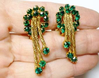 VINTAGE Emerald Green Dangle Crystal Rhinestone Clip Earrings Mid Century
