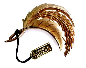Vintage Crown Trifari Gold Tone Feather or Wheat Sheaf and Leaf Brooch with Original Tag Attached