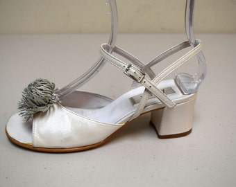 VINTAGE AMIANA White Pealized Leather Sandals Block Heels Pom Poms Spain Size 6
