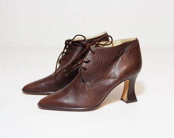 Vintage Brown Leather Lace Up Pumps with Stacked Chunky Heels Size 6