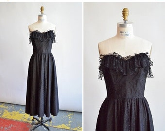 30% off storewide /// Vintage 1970s BLACK lace strapless party dress
