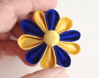 Golden State Warriors Lapel Pin Blue and Yellow Boutonniere