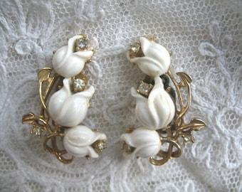 Vintage Plastic Flower & Rhinestone Earrings ~ White Flowers ~ Clip On