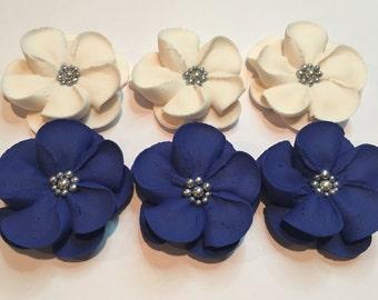 50 sugar flowers with silver sugar balls