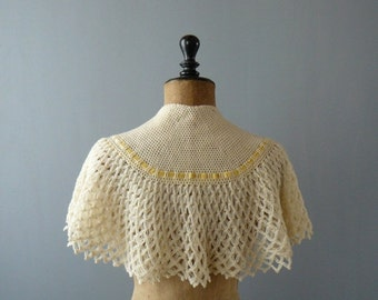 40% OFF SALE // Vintage crocheted wool bed cape. cream ribbed bed shawl. wool capelet. shrug