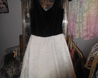 1950s Sleeveless Party Dress w Blk Velvet Top & Cotton brocade Skirt w rhinestones, sz petite