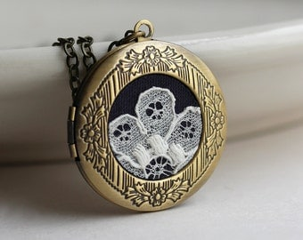 Black and Gold Locket, Victorian Jewelry, Vintage Style Brass Locket, Black Lace Necklace, Boho Floral Jewelry, Unique Necklace for Women