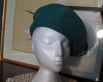 70s 80s JADE SUEDE SLOUCHY vtg Soft Genuine Leather Emerald Green Tam Beret Hat Small 21.5 21 and a half 1970s 1980s