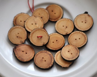 handmade wooden buttons • set of 15 linden wooden buttons