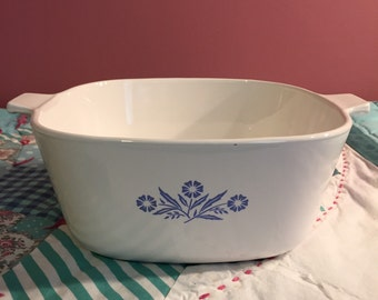 Vintage 2 1/2 Quart Cornflower Serving Dish Casserole Baking Dish Made in The USA #3478