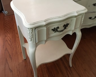 CLEARANCE! GORGEOUS Hand Finished Antique Vintage French Gothic Victorian Style Distressed Nightstand Side Accent Table Bedroom Furniture