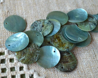 100pcs Mussel Shell Pendant Natural Drop 15mm Round Blue