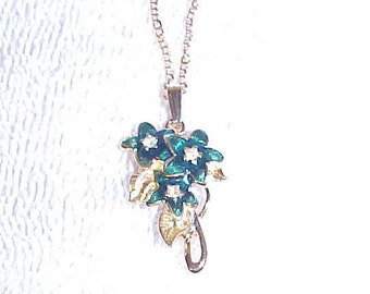 Avon Floral Pendant Necklace Goldtone Finish Dark Green Flowers Vintage 1990