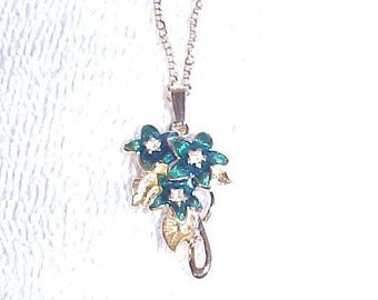 "Avon Floral Pendant Necklace Goldtone Finish 20"" Long Dark Green Flowers Vintage 1990"