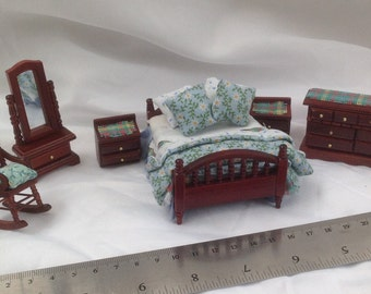 DOLLS HOUSE MINIATURES - Hand Dressed Bed Set 1/24th (1/2 inch bed) - Laura