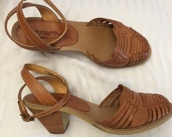 80s Wild Pair Huaraches / ankle wrap huaraches / Caramel leather woven Shoes / size 6