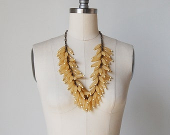 vintage beaded necklace / large beaded necklace / 60s beaded necklace / Torch Lily necklace