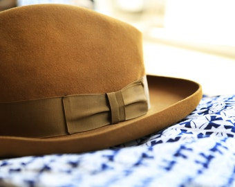 Dobbs vintage mustard brown hat, size 7 great vintage condition!