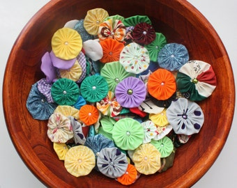 Fabric yoyo flowers Mixed colors and sizes with pearls craft supply make headbands embellishments applique wholesale yoyo suffolk puffs DIY