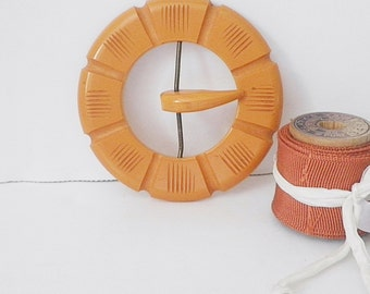 Vintage Carved Butterscotch Bakelite Buckle Brass Wire Set Prong Sewing Collectible