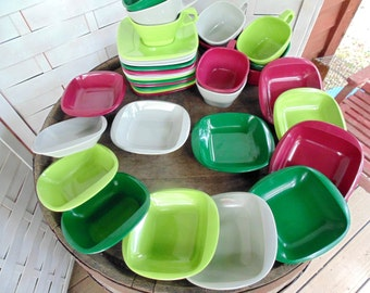 HARMONY HOUSE. Vintage Melmac. Melamine Dishes. Talk of the Town. 23 pc. Set for 12. Dinnerware Set. Camper Dishes. 1950s Melmac. gift idea.