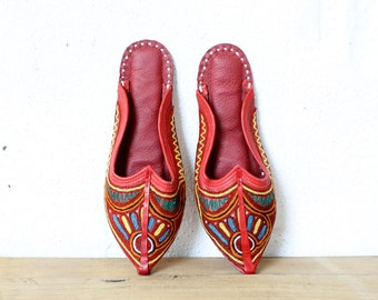 Khussa Shoes 8 • Red Leather Shoes • Embroidered Slippers • Rainbow Shoes • 80s Shoes • Pointed Flats • Bohemian Shoes • Ethnic Shoes |SH315