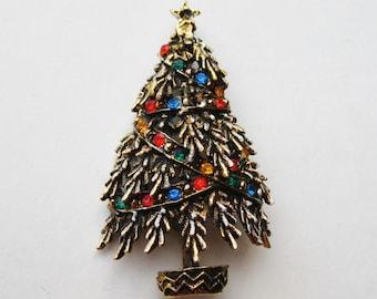 Vintage 50s ART Rhinestone Jeweled Gold Christmas Tree Pin Brooch