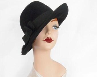 Vintage fedora hat, black tilt with grosgrain ribbon