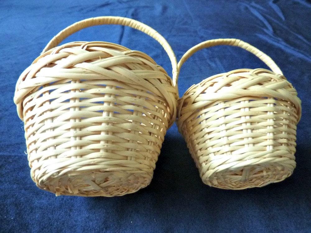 2 small wicker baskets flower girl baskets. Black Bedroom Furniture Sets. Home Design Ideas