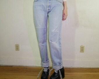 90s grunge pale wash Levi's patchwork knee boyfriend denim jeans 33/34