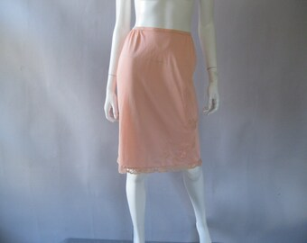 Vintage Peach Half Slip - 1960s Gossard Artemis Nylon Lace Slip - Small