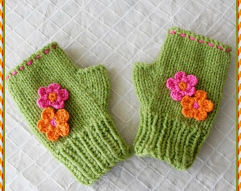 Children green mittens, Flowered wrist warmers, Green gloves for girls, Girls green mittens, Flowered  gloves, ( for 2 to 9 years old )
