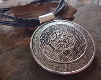 BIG AMULET & SPIRALS - black collar necklace