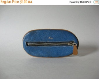 40% SALE Odd mod vintage sky blue leather with tan piping oval key caddy wallet zippered pouch