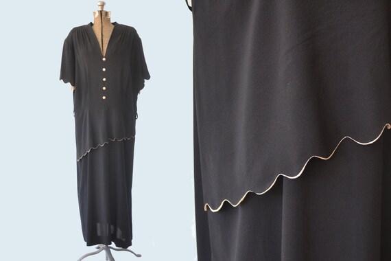 1940s Black Dress Scalloped Detail size XL