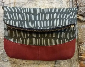 Freesia Foldover Bag in gray and deep red modacrylic, crossbody or shoulder purse