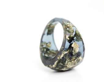 statement ring size 9   round faceted eco resin ring   midnight blue resin with metallic gold flakes