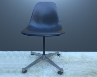 Vintage Charles Eames Herman Miller swivel desk chair Black fiber glass shell with black naugahyde upholstery.