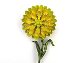Vintage enamel daisy flower pin 1960s