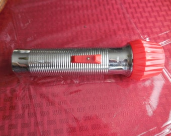Vintage 1950s to 1960s Silver Tone/Chrome Ribbed Eveready Red Plastic/Metal Flashlight Union Carbide Made in USA Working