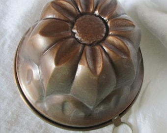 Vintage French Copper Cake Mold Mould Jelly Jello Mold Mould Daisy Medium 7 and a half inch Diameter Christmas Cake Kitchenalia