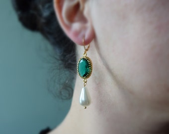 Emerald and Pearl Earrings, Green Crystal Pearl Paste Glass , 16th Century Jewelry, Tudor Earring, Elizabethan Jewelry, Queen Elizabeth